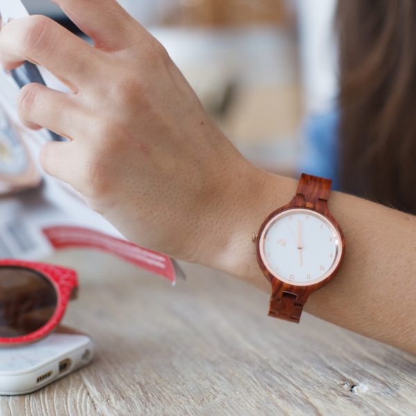 Kate-Wood-rosewood-watch-Paris-wooden-watch-for-women-white-face-and-rose-gold-details-how-to-wear-1280×853